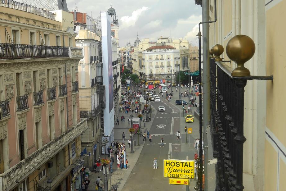 Habitaci n doble matrimonio hostal guerra en el centro for Casarse en madrid
